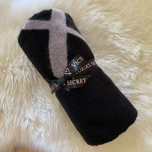 NWT VICTORIA'S SECRET Blanket